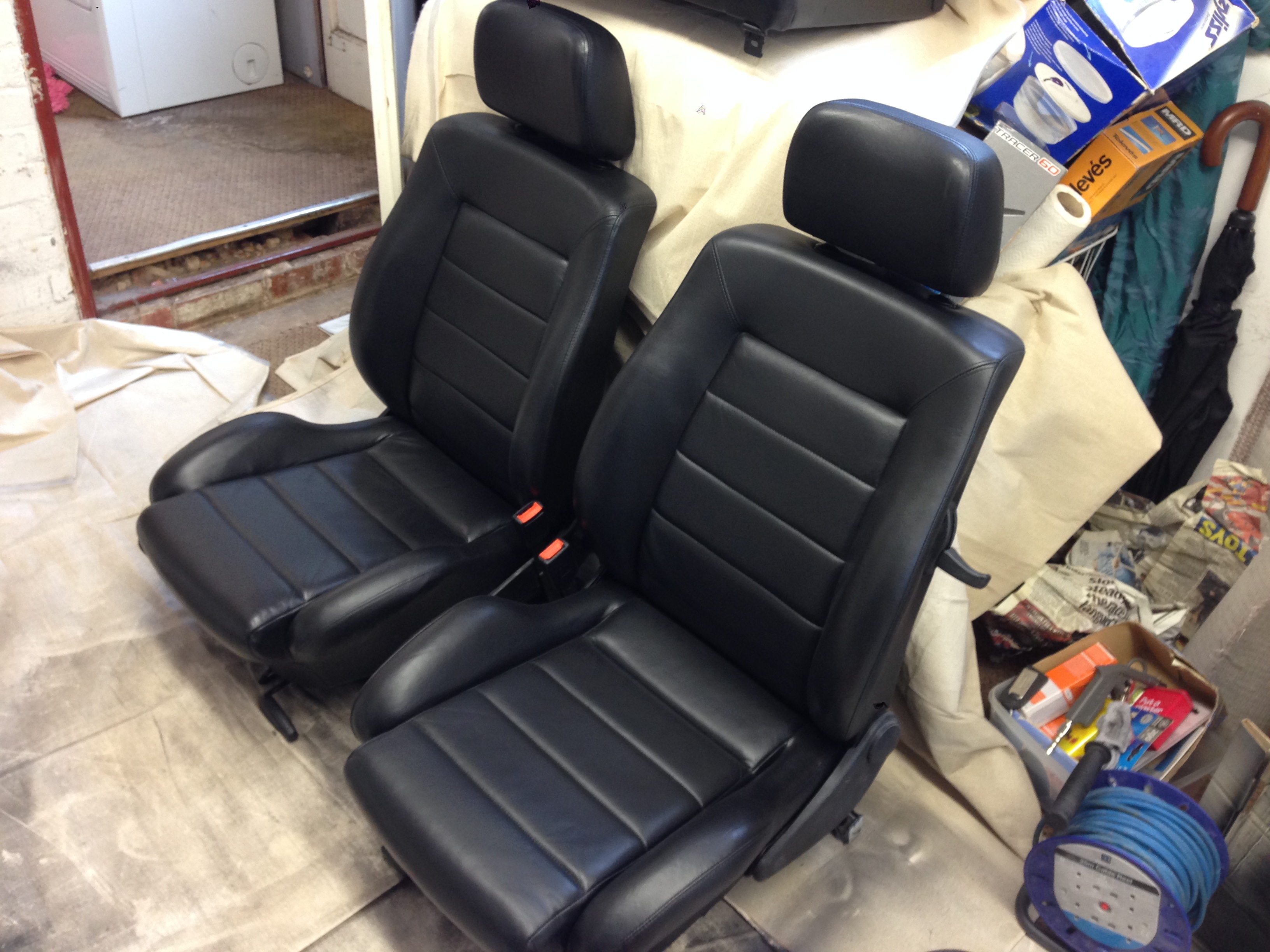 Golf gti leather seats and steering wheel repair and refurbish for Furniture clinic